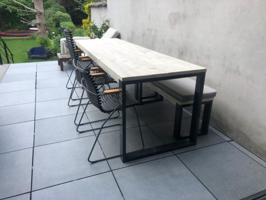 Steigerhouten tafel Spicer met subtiele O poten