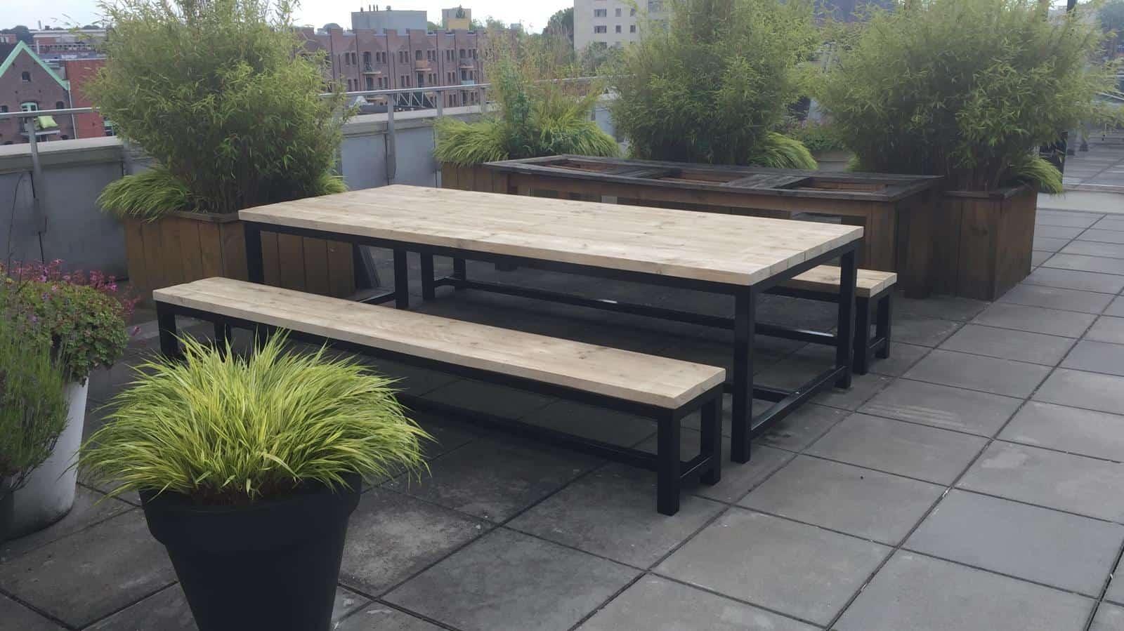 Inrichting dakterras met industriele steigerhouten meubelen