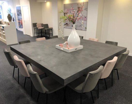 Industriele betonlook tafel met matrix poot Guffey