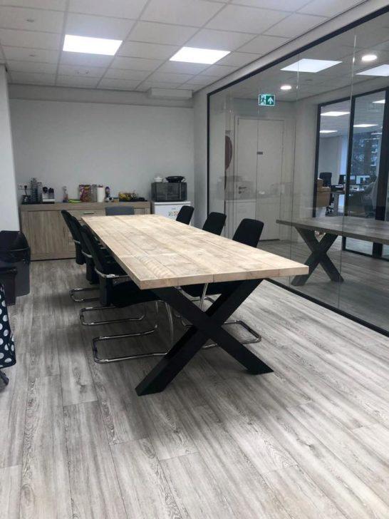 Industriele steigerhouten kruispoot tafel Basile