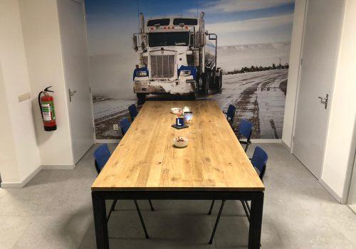 Industriële tafel Axson met ijzeren N poten