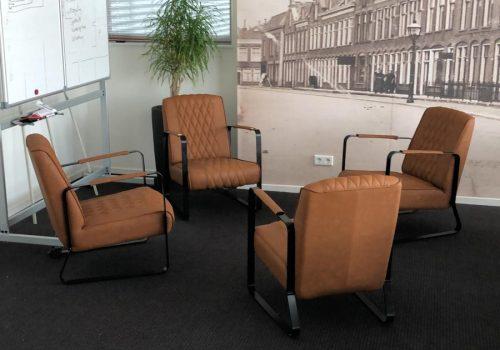 Leren fauteuils in de vergaderruimte
