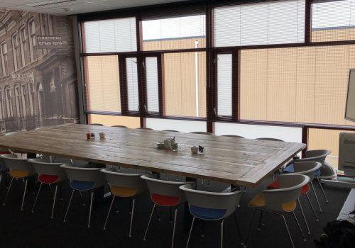Steigerhouten veragdertafel voor kantoor