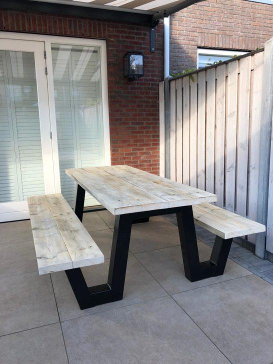 Steigerhouten picknicktafel Farson met stalen frame