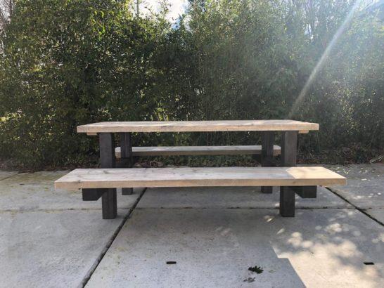 Steigerhouten picknicktafel met industrieel frame