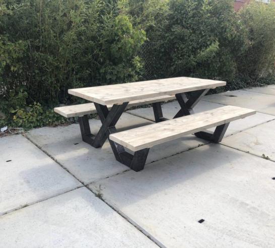 Steigerhouten picknicktafel Pavo met industrieel X frame