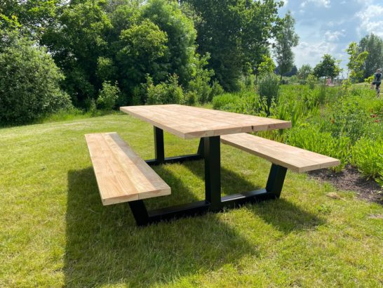 Douglas houten picknicktafel Kunia met industriele poten
