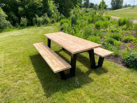 Douglas houten picknicktafel Orin met stalen W frame